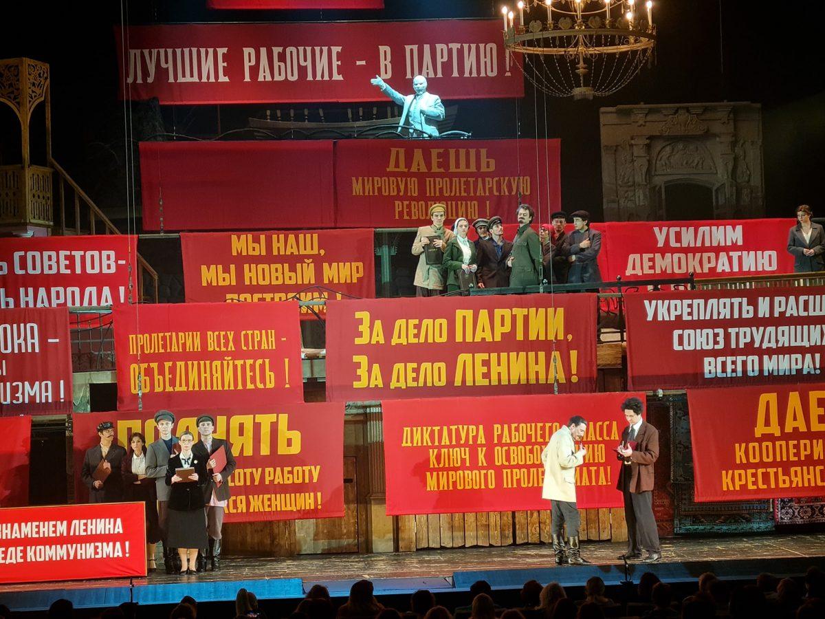 Прилепин, не останавливайся, зови на сцену МХАТа Коляду!