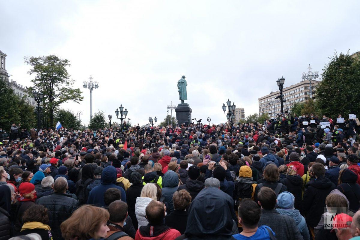 Зюганов пошёл на отчёт к Путину, а не на митинг
